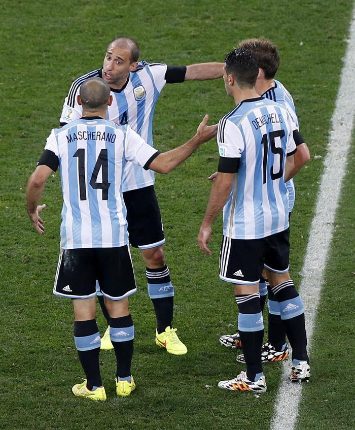 Los jugadores argentinos Javier Mascherano (i), Pablo Zabaleta, Lucas Biglia (d) y Martín Demichelis (2d). Foto: EFE