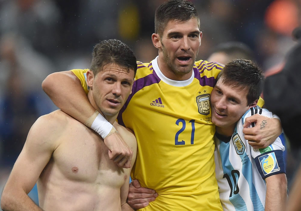 Y Messi caminó... hasta alcanzar 'su' final. Foto: EFE