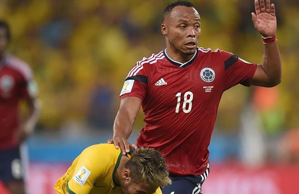 Neymar no guarda rencor a Zúñiga por el rodillazo que le lesionó. EFE