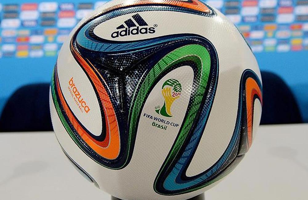 La final contará con un balón especial que ya probaron Messi y Schweinsteiger. EFE