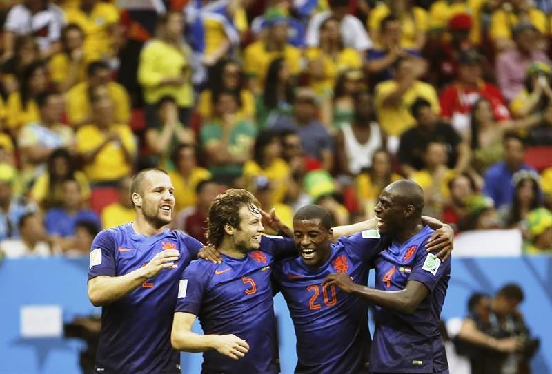 Holanda subió al podio tras golear 3-0 a Brasil con tantos de Van Persie (3' - penalti), Blind (17') y Wijnaldum (91'). Foto: EFE.