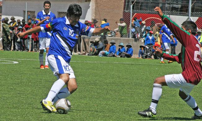 El presidente Evo Morales, bolivarista confeso, es un fanático del fútbol. ABI