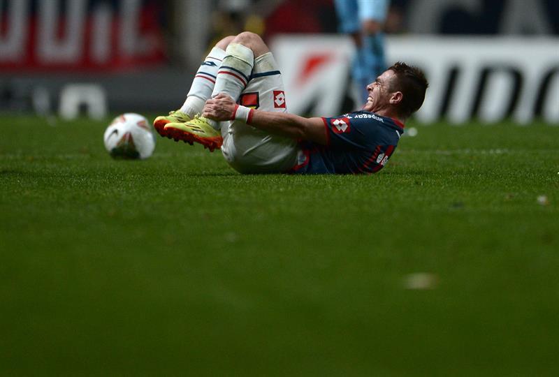 El jugador de San Lorenzo Julio Buffarini se lamenta. EFE