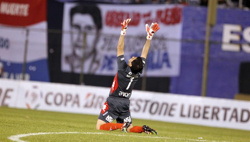 El portero de Nacional Ignacio Oscar Don celebra un gol del equipo ante Defensor Sporting. EFE