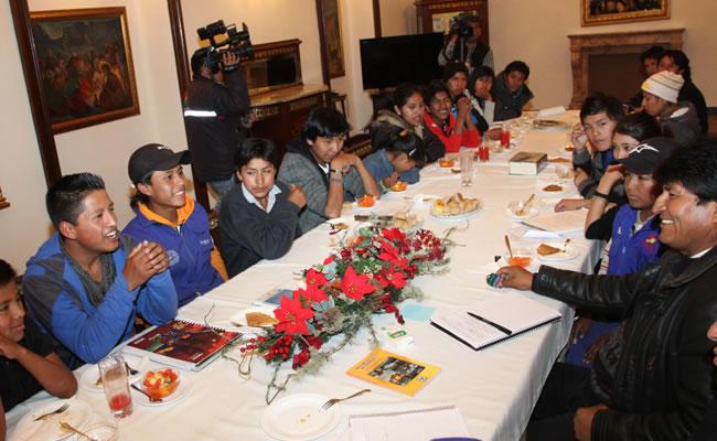 Presidente Morales se reúne con niños trabajadores de Bolivia. Foto: ABI