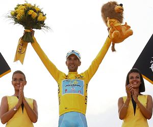El italiano Vincenzo Nibali ganó su primer Tour de Francia. Foto: EFE.