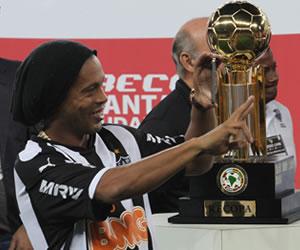 Ronaldinho y Mineiro acuerdan terminar el contrato