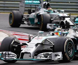 El jefe de Red Bull apoya la negativa de Hamilton a dejar adelantar a Rosberg