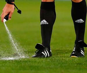 La UEFA aprueba el uso del espray en sus competiciones