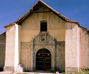 Gobernación de Oruro busca restaurar la iglesia colonial de Paria