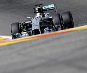 Rosberg y Hamilton lideran los entrenamientos; la vida sigue igual en Spa