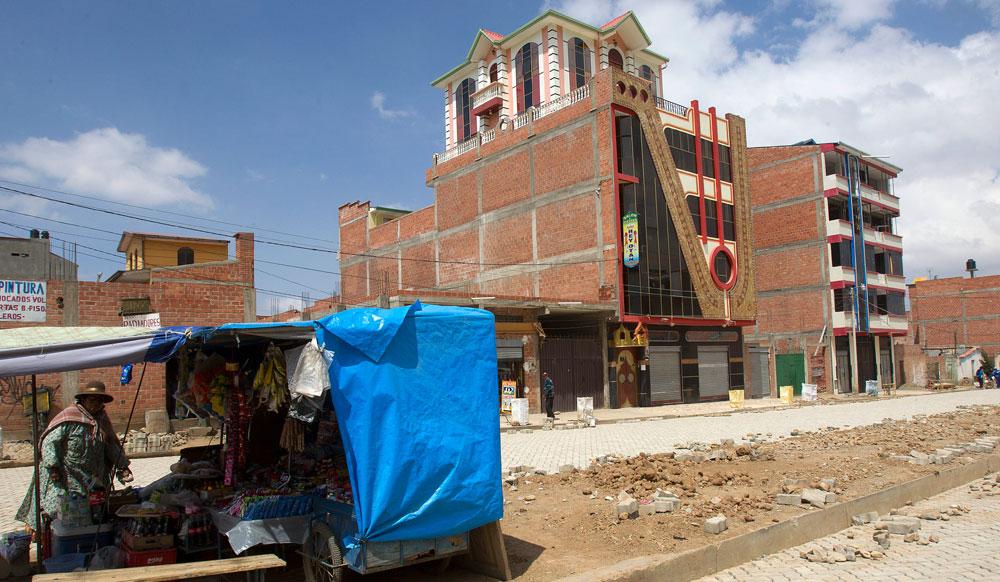 Peculiar arquitectura de viviendas en El Alto se convierte en atractivo