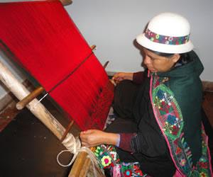 Abren centros artesanales de tejido en el Valle Alto de Cochabamba