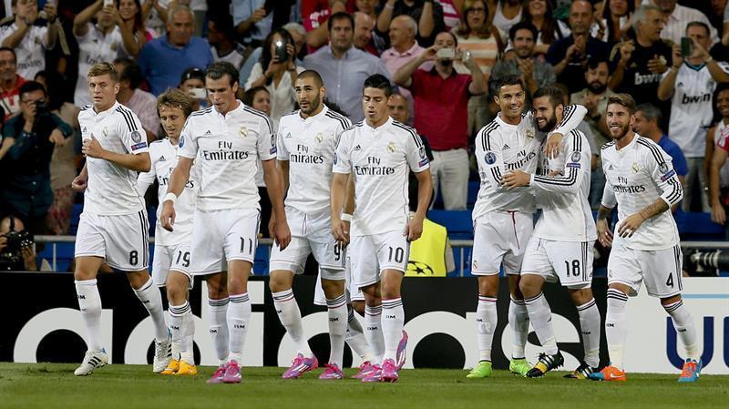 El defensa del Real Madrid Nacho Fernández (2d) celebra su gol, primero del equipo. Foto: EFE