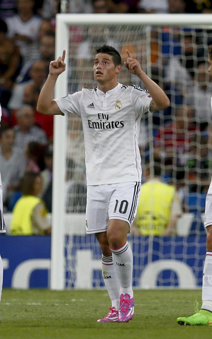El centrocampista colombiano del Real Madrid James Rodríguez celebra su gol. Foto: EFE