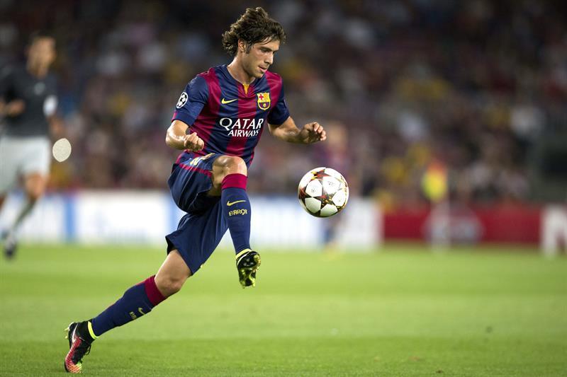 El centrocampista del FC Barcelona Sergio Roberto controla el balón. Foto: EFE