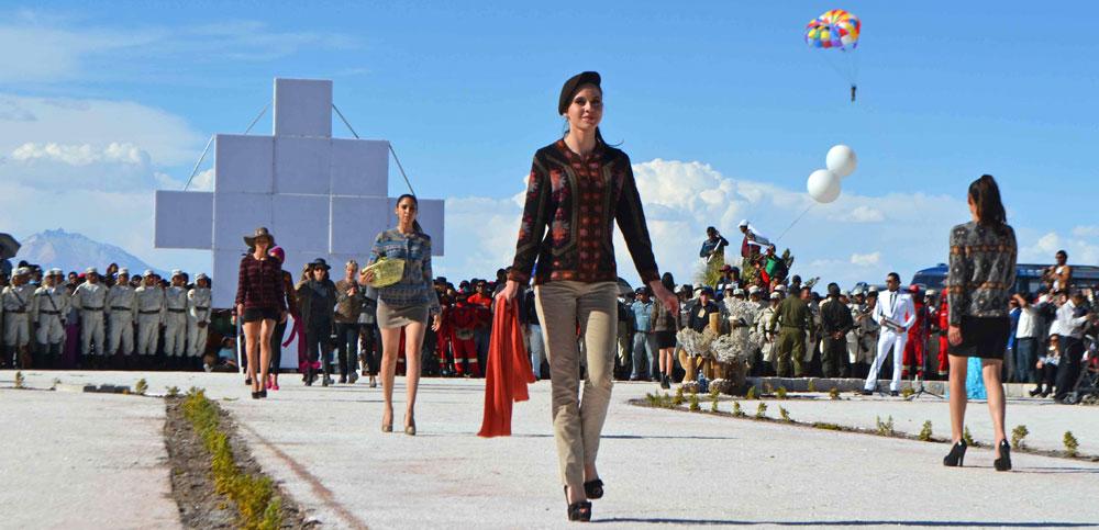 Nuevamente el Salar de Uyuni se convertirá en la pasarela de modas más alta del mundo. Foto: ABI