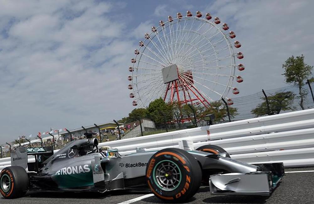 El piloto británico de Fórmula Uno Lewis Hamilton, de Mercedes, participa en la primera sesión de entrenamientos libres. Foto: EFE