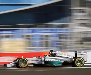 Hamilton logra 'pole' en el debut ruso