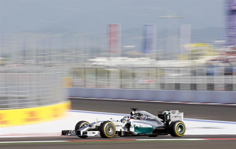 El inglés Lewis Hamilton (Mercedes) reforzó su liderato en el Mundial de Fórmula Uno. Foto: EFE
