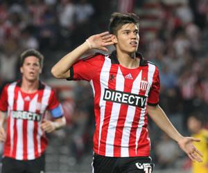 Estudiantes le ganó a Peñarol con un penalti en el último suspiro