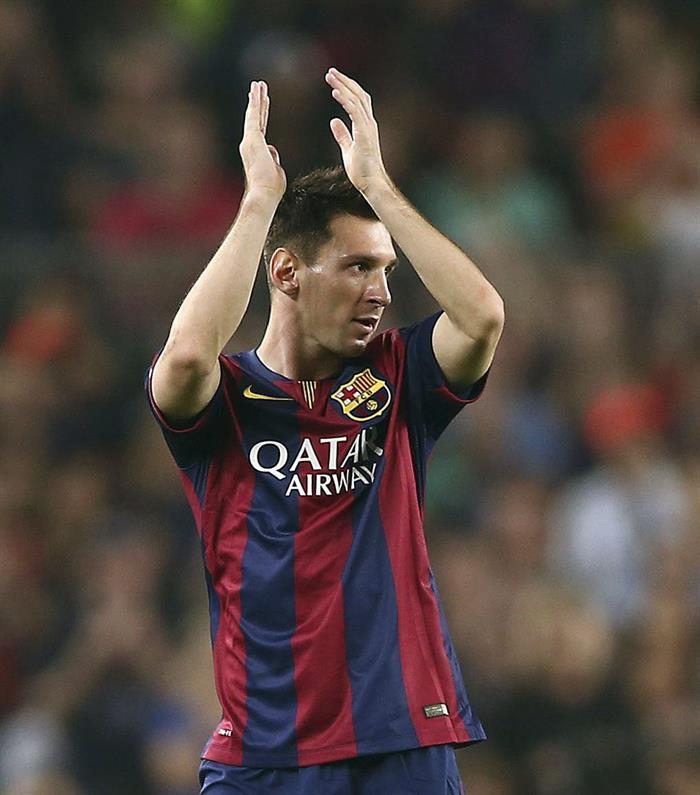 El delantero argentino del FC Barcelona Lionel Messi es sustituido en el partido correspondiente a la tercera jornada de la Liga de Campeones. Foto: EFE