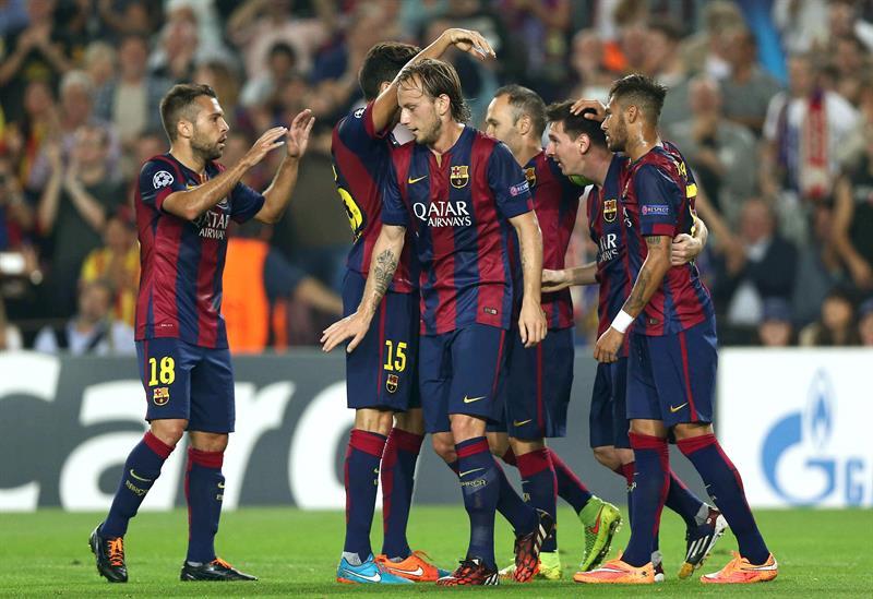 El delantero argentino del FC Barcelona Lionel Messi (2d) celebra con sus compañeros el gol marcado al Ajax de Amsterdam. Foto: EFE
