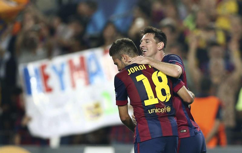 El delantero argentino del FC Barcelona Lionel Messi (d) celebra con su compañero Jordi Alba el gol marcado al Ajax de Amsterdam. Foto: EFE