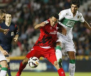 El empate le vale al Sevilla de Bacca para seguir líder pese a su mal juego