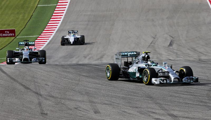 Hamilton fortalece su liderato al ganar delante de Rosberg en Austin