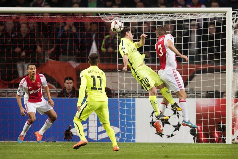 El delantero argentino del FC Barcelona Leo Messi (2i) marca el 0-1 durante el partido del grupo F de la Liga de Campeones. Foto: EFE