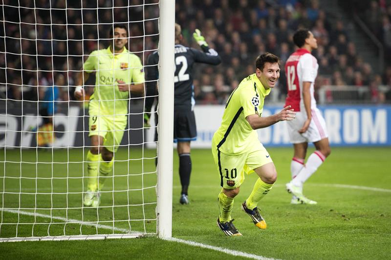 El delantero argentino del FC Barcelona Leo Messi (c) muestra su alegría tras marcar el 0-2 ante el Ajax. Foto: EFE