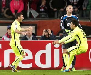 Barça en octavos por un doblete de Messi