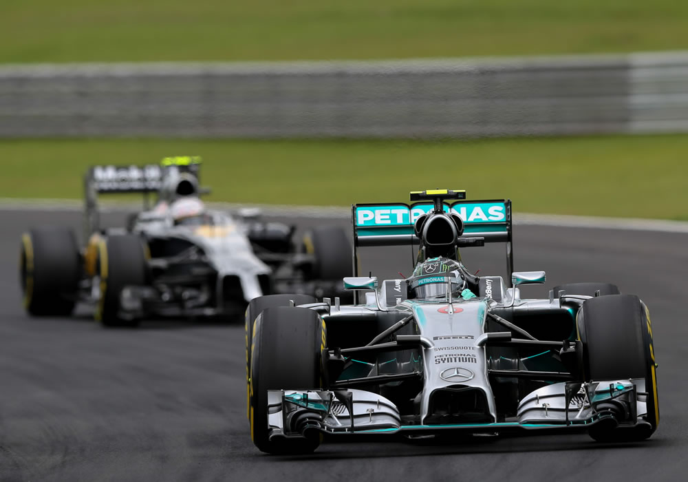 El piloto alemán de la escudería Mercedes, Nico Rosberg, en la sesión de clasificación para el Gran Premio de Brasil. EFE