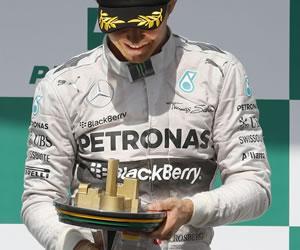 El alemán Nico Rosberg (Mercedes) se impuso este domingo en el Gran Premio de Brasil, decimoctava y penúltima prueba del Mundial de Fórmula Uno. EFE