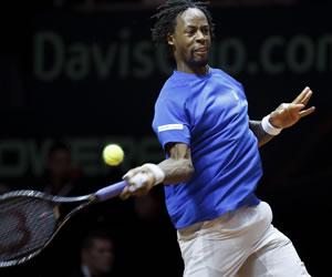 Monfils mantiene viva Francia tras derrotar a Federer