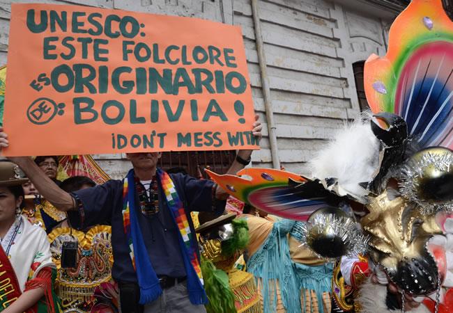 130 organizaciones folklóricas salen en defensa de las danzas bolivianas