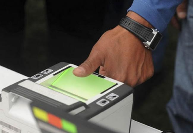 Registro biométrico con equipos del TSE. Foto: ABI