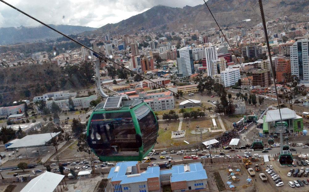 El teleférico cambia el panorama de la Zona Sur de La Paz