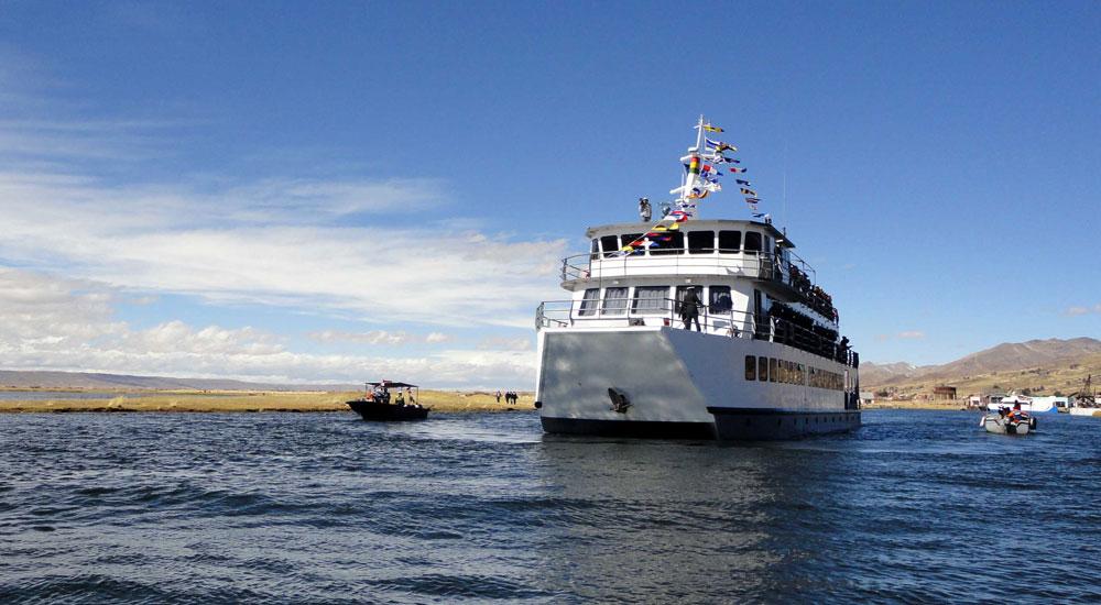 """El buque """"Mosoj Huayna"""", que presta servicios en el Lago Titicaca. Foto: ABI"""