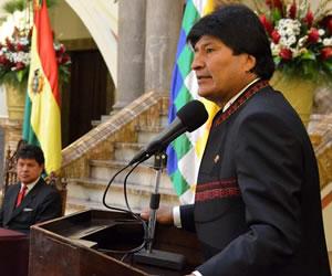 Morales sugiere a Obama leyes contra racismo en lugar de castigo a Venezuela