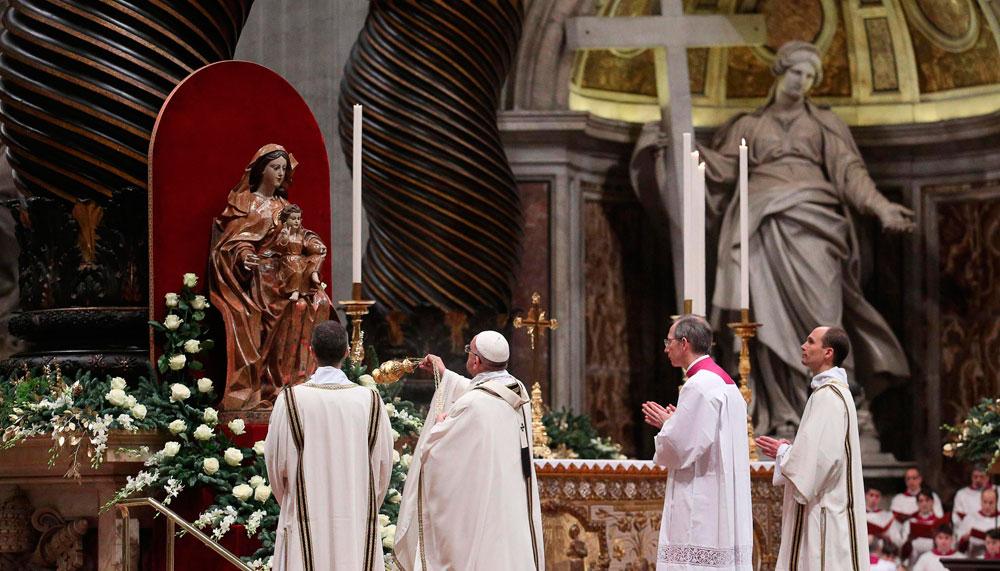 Celebración de la misa de Gallo en la Basílica de San Pedro en la Ciudad del Vaticano. EFE