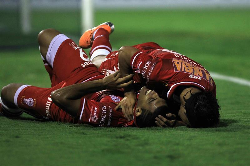 Las fotos de la goleada de Huracán en Lima