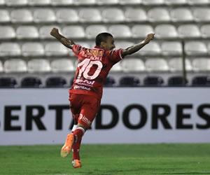 Huracán, en su regreso a la Libertadores, aplasta a Alianza Lima