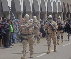 Desfile militar por las principales calles de Oruro en homenaje a los 234 años de la gesta libertaria