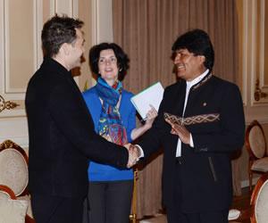 Jude Law visita al Presidente Morales