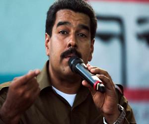 Maduro anuncia becas para estudiantes de todos los