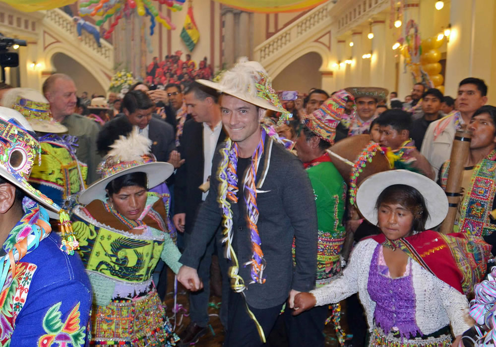 Bolivia luce su folclore en el Carnaval de Oruro