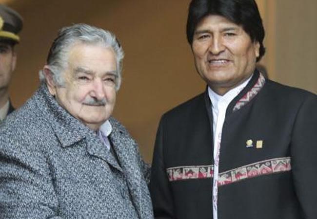 Presidente José Mujica y su homólogo Evo Morales. Foto: ABI