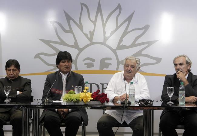 El presidente de Uruguay, José Mujica y su homólogo de Evo Morales. Foto: EFE